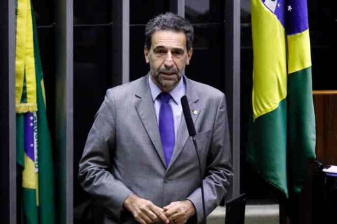 """De acordo com o líder do PT na Câmara, Enio Verri (PR), """"Bolsonaro não tem condições intelectuais e de sanidade para governar"""", declarou à reportagem (Imagem: Luis Macedo/Câmara dos Deputados)"""