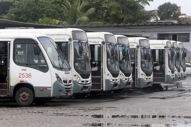 AGERBA realiza limpeza nos ônibus do transporte público metropolitano. Foto: Camila Souza/GOVBA