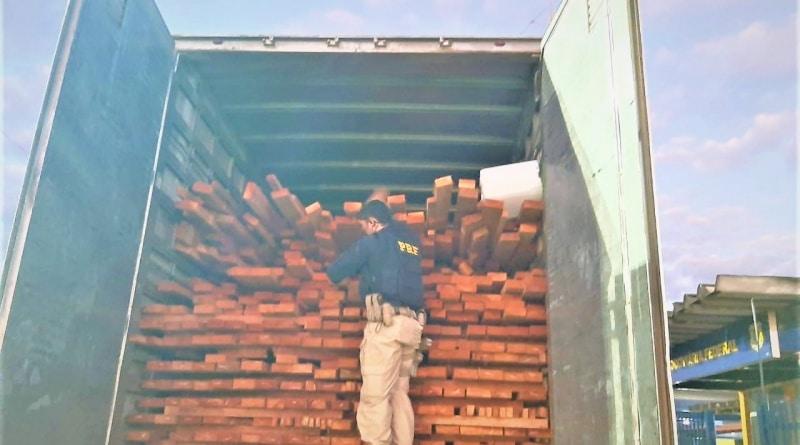 PRF apreende em Barreiras, madeira nativa transportada ilegalmente