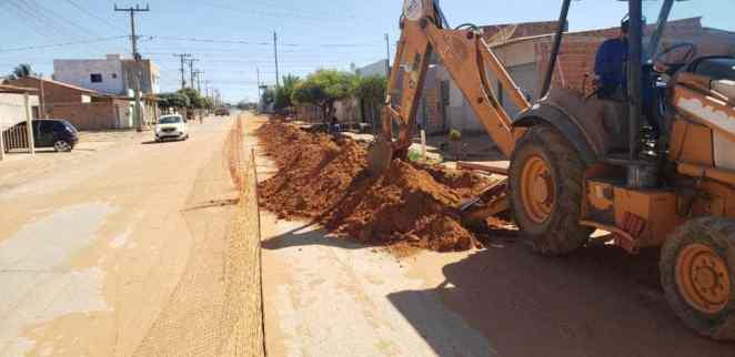 Extensão de rede de esgoto bairro Conquista, Luís Eduardo Magalhães (Foto: Embasa/Divulgação)