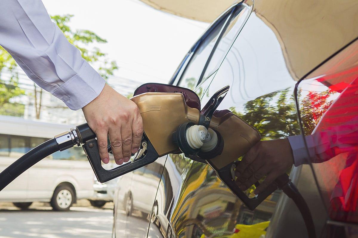 Como economizar com combustíveis