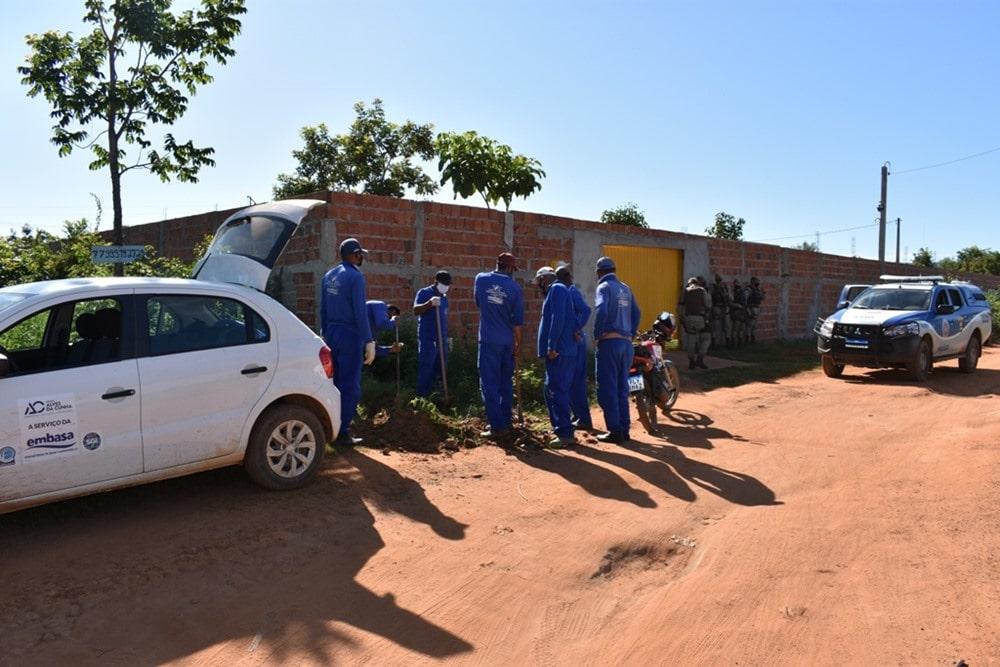Embasa retira ligação clandestina em área de ocupação irregular em Barreiras