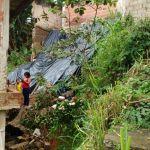 Saldo das chuvas: muro de igreja desaba em Coroado
