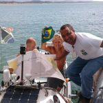 Depois de 85 dias no oceano sul-africanos chegam no porto de Ubu em um barco a remo