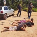 Homens são presos retirando pneus de carro roubado em Guarapari