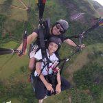Ex-atleta Laís Souza faz voo de parapente em Alfredo Chaves
