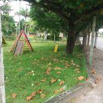 Praça não recebe manutenção e apresenta risco para crianças em Nova Guarapari