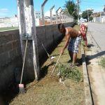 Moradores se unem e fazem limpeza de rua em Kubistchek, Guarapari