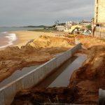 Parte do muro de contenção na Praia do Riacho já está pronto em Guarapari