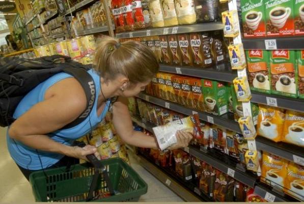Hipermercado é autuado por ter produtos vencidos em Campina Grande
