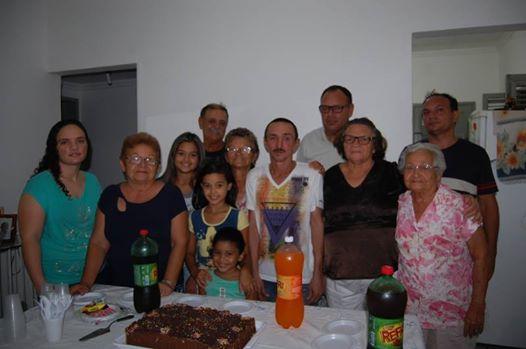 Marcos Pioleiro comemora aniversário em casa com a família e continua lutando pela recuperação