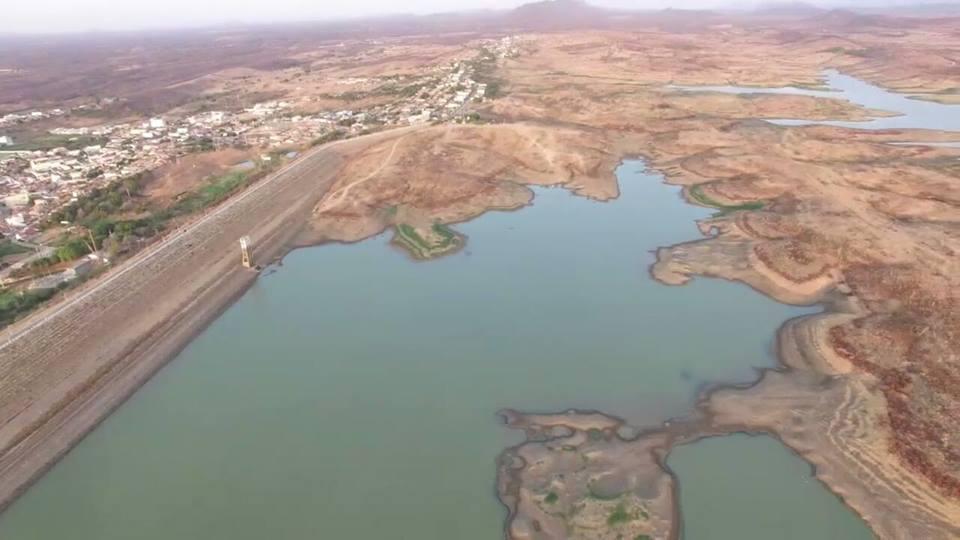 Foto tirada a partir de um drone mostra situação crítica do Açude de Coremas