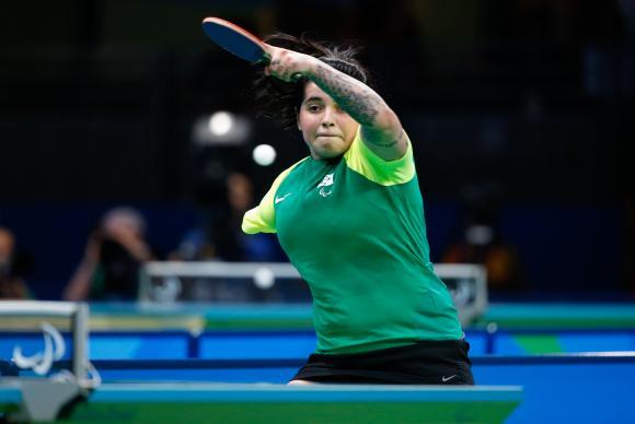 Bruna ganha o bronze para o Brasil no tênis de mesa categoria C10