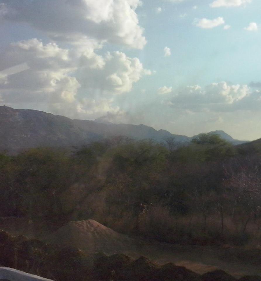 Fogo no Pico do Jabre diminui, mas ainda não está controlado