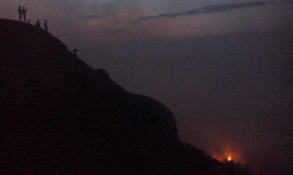 Novo foco de incêndio surge no Pico do Jabre. Bombeiros estão no local
