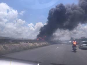 Muita fumaça no local do acidente.