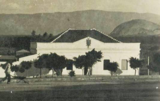 Casa da Câmara, na praça da Igreja Velha, edificação de 1915. Imagem marcante do Legislativo de Patos .