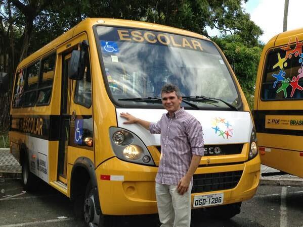 Após ser derrotado nas urnas, prefeito de São Bento demite funcionários e retira ônibus de universitários