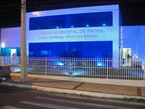 Vereadores de Patos aprovam aumento da taxa de iluminação pública e instituição da cobrança de taxa de iluminação para terrenos