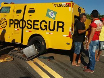 Assalto a carro-forte termina com tiroteio em trecho de rodovia em Paulista