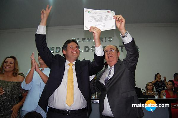 Prefeito, vice e vereadores eleitos são diplomados em Patos