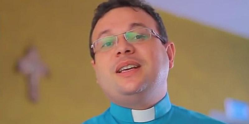 Padre Fabrício faz programa de TV ao vivo na Concha Acústica em Patos