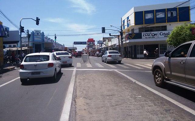 Mudanças no tráfego de veículos começam a vigorar no centro da cidade de Patos