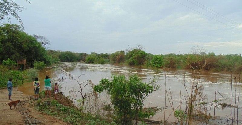 Notícia animadora: Rio Piancó amanheceu com grande volume de água desaguando no Açude de Coremas
