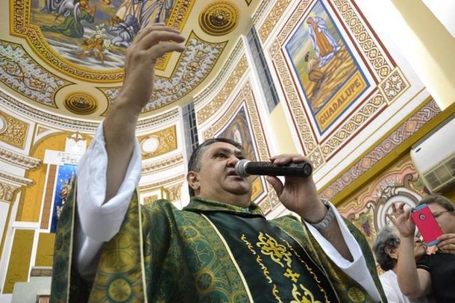 Emoção marca despedida de Padre José Ronaldo da Igreja Nossa Senhora da Guia