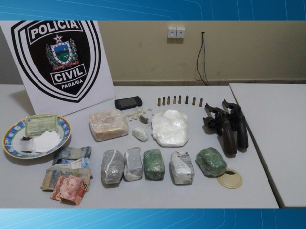 Oito são presos suspeitos de tráfico de drogas em Catolé do Rocha