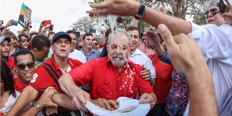 """Ex-presidente é recebido com festa em Monteiro e gritos de """"Volta, Lula!"""""""