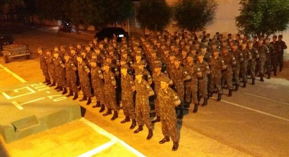Solenidade marca incorporação no Serviço Militar Obrigatório do Tiro de Guerra. Vice-prefeito Bonifácio Rocha saúda os novos atiradores
