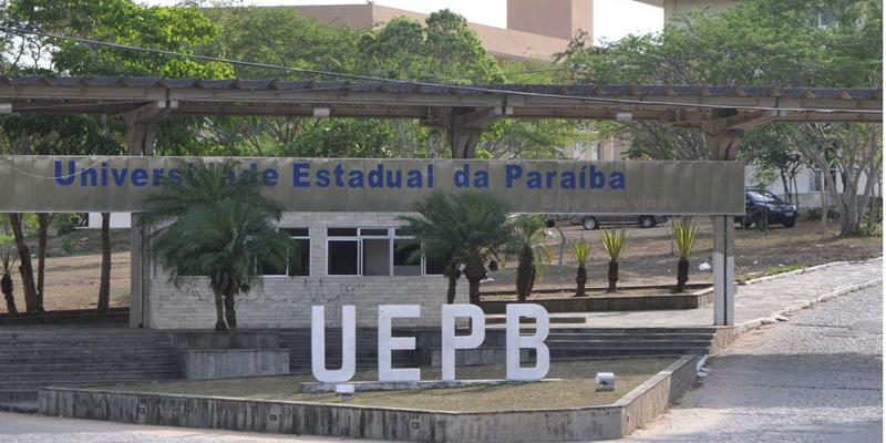 UEPB demite 25% dos prestadores de serviço e suspende pagamento de extras por 6 meses