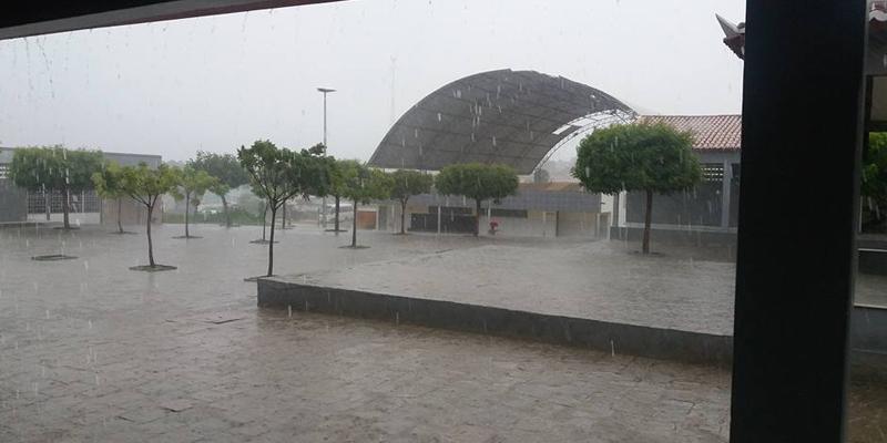 Tarde e noite chuvosas em várias cidades do Sertão