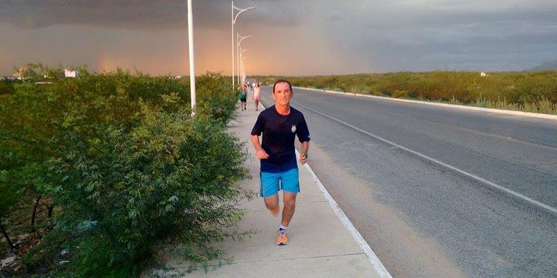 Patoense de 46 anos corre 12 quilômetros todos os dias e pessoas se dizem incentivadas a fazer o mesmo