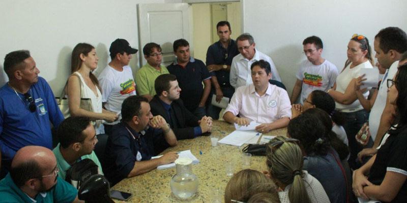 Prefeito de Patos se reuniu com representantes do SINFEMP