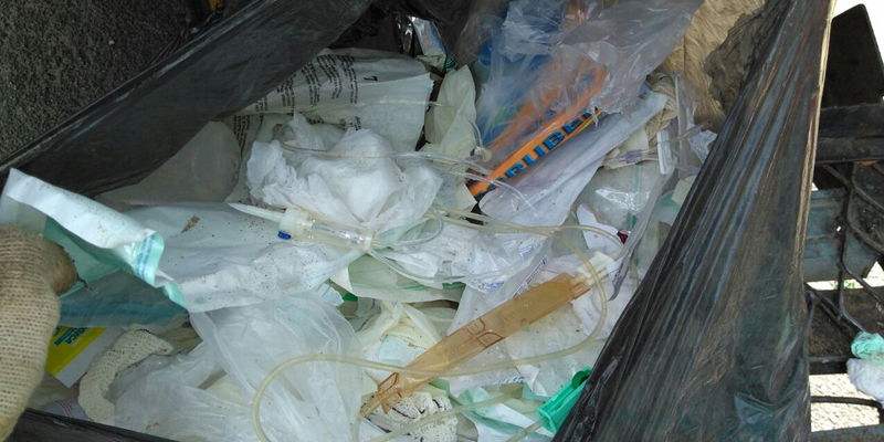 Hospital de Patos é multado por descartar lixo hospitalar junto com o lixo comum