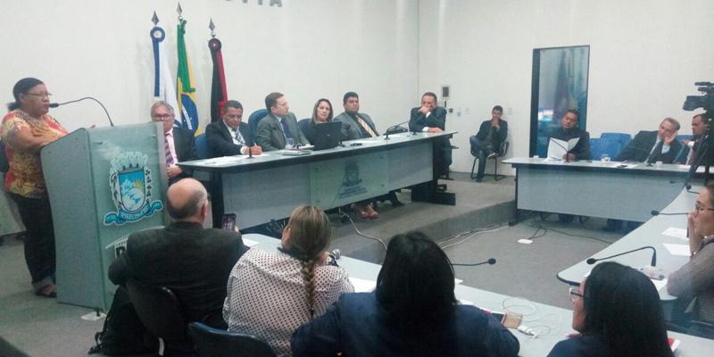 Sinfemp ocupa a tribuna da Câmara de Patos e pede apoio para a Campanha Salarial 2017