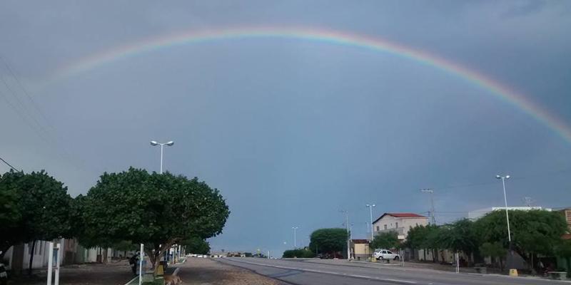 Malta encantada com arco-íris que