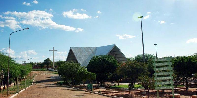Apresentando Patos aos turistas: Conheça o Parque Religioso Cruz da Menina