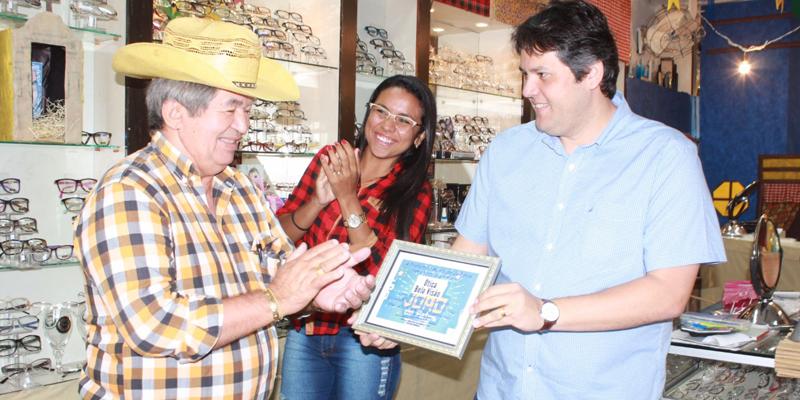 Ótica Bela Visão ganha o concurso da loja mais bem decorada para o São João