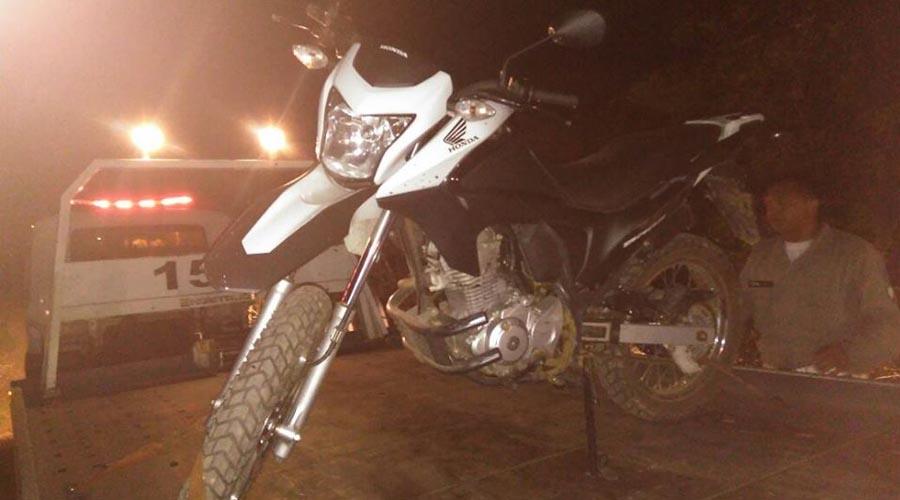Polícia recupera moto recentemente assaltada em Patos em poder de homens que também vinham realizando assaltos na região de Teixeira