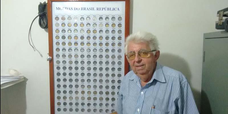 Aposentado tem grande coleção de moedas e cédulas em Patos