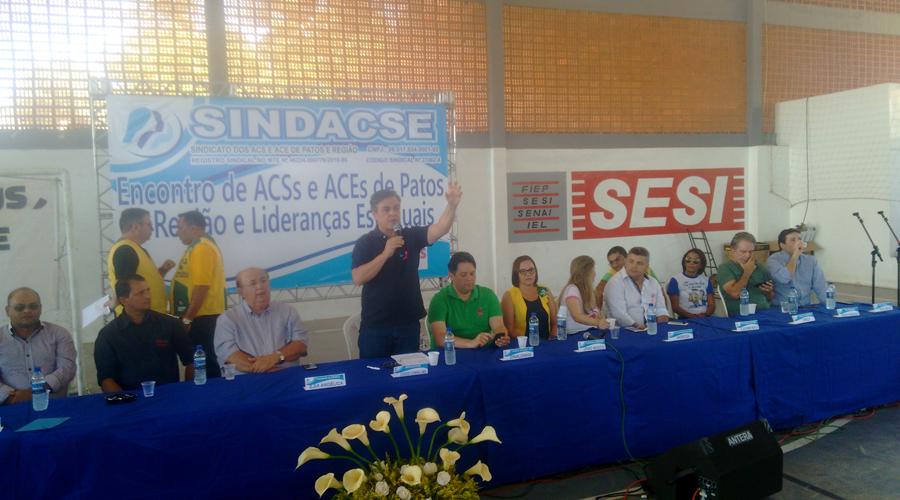 Encontro debate piso nacional de salários de agentes de saúde e endemias, em Patos.