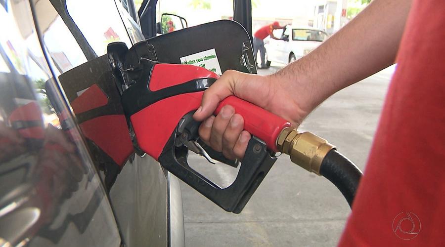 Procon de Patos reúne donos de postos para discutir baixa no preço dos combustíveis