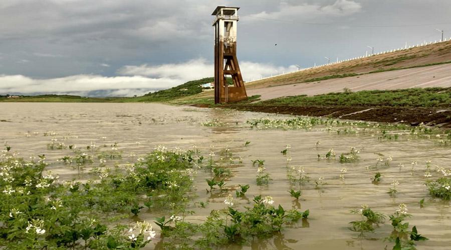 Quase oito horas de chuva em Coremas. Açude aumenta recarga