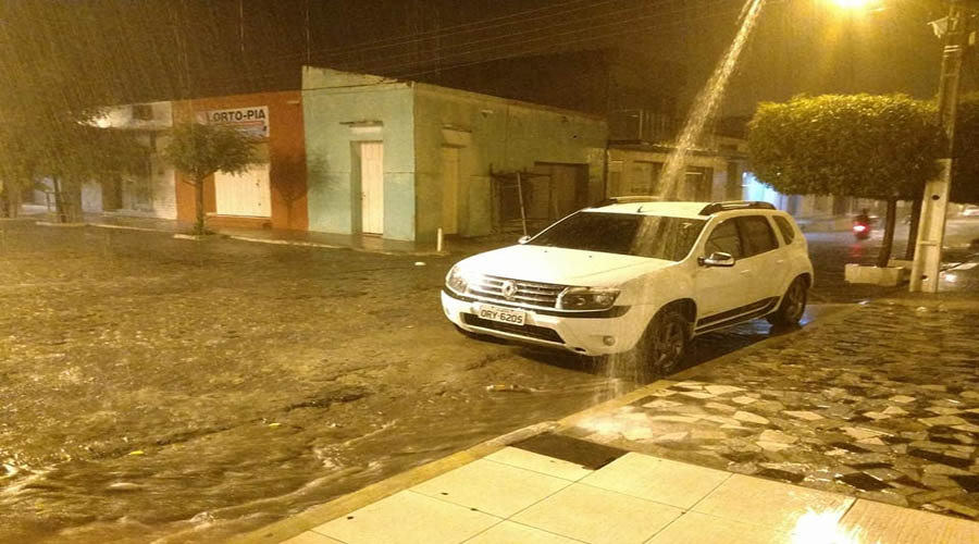 Noite de boa chuva em Coremas