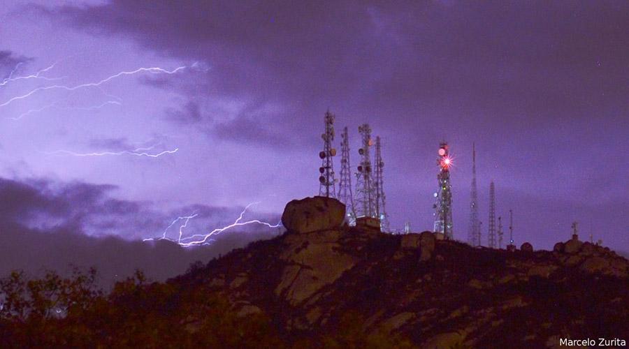 Astrônomo faz uma bela imagem do Pico do Jabre numa