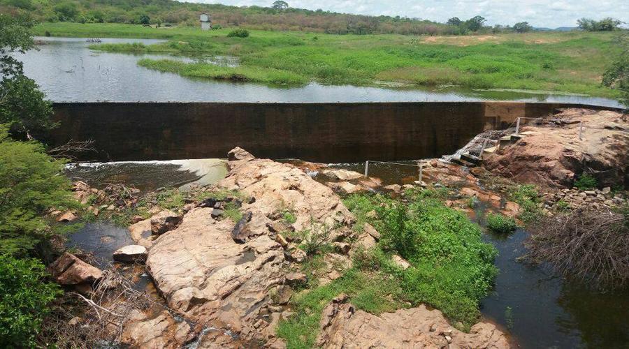 Vídeo: Barragem da Galoada, em São Bentinho, amanhece sangrando