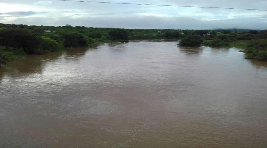 Chove até 90 mm em Piancó. Rio Piancó atinge 4 metros de profundidade